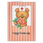 Tarjeta del día de las enfermeras con el oso y las