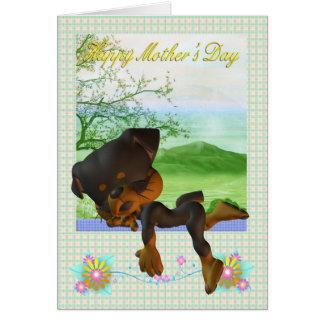 Tarjeta del día de madre, con poco perro de Rottwe