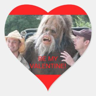 Tarjeta del día de San Valentín de Bigfoot Pegatina En Forma De Corazón