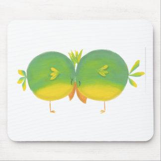 Tarjeta del día de San Valentín linda de dos pájar Tapetes De Ratón