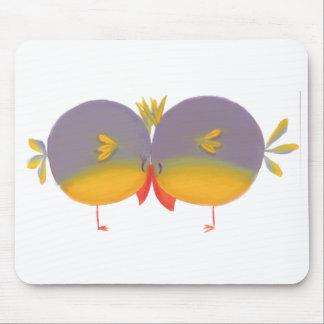 Tarjeta del día de San Valentín linda de dos pájar Alfombrilla De Ratón
