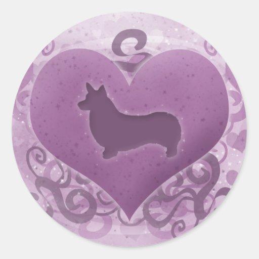 Tarjeta del día de San Valentín púrpura del Corgi Etiquetas Redondas