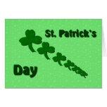 Tarjeta del día de St Patrick de los tréboles de O