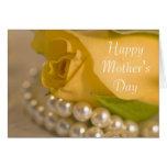 Tarjeta del día del rosa amarillo y de madres de l