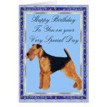 Tarjeta del feliz cumpleaños de Airedale Terrier