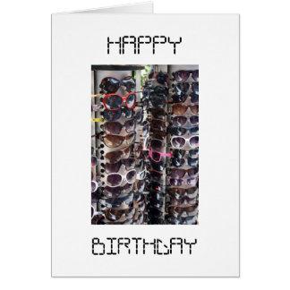 Tarjeta del feliz cumpleaños de las gafas de sol