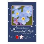 Tarjeta del Memorial Day con las flores de la nome