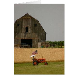 Tarjeta del tractor: Tractor, bandera americana y