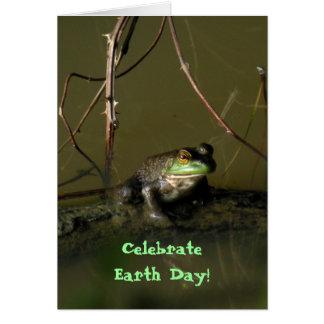 Tarjeta divertida del Día de la Tierra de la rana