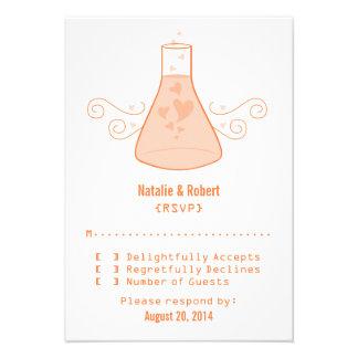 Tarjeta dulce anaranjada de la respuesta de la quí invitacion personal