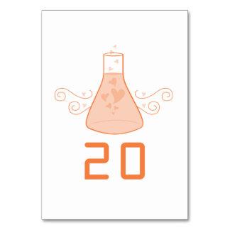 Tarjeta dulce anaranjada de la tabla del boda de