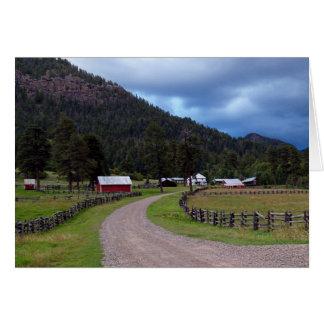Tarjeta en blanco con la granja en Colorado