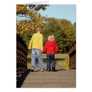 Tarjeta en blanco - niños en el puente