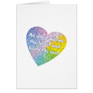 Tarjeta en colores pastel del corazón del ángel de