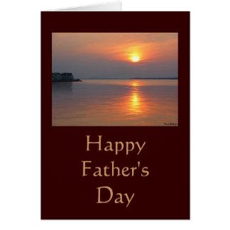 Tarjeta feliz del día de padre de la puesta del so