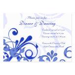 Tarjeta floral azul y blanca de la recepción nupci