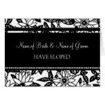 Tarjeta floral blanco y negro de la invitación de