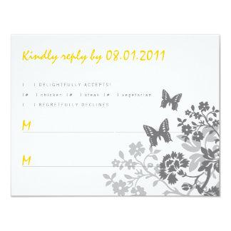 Tarjeta floral de la respuesta de las mariposas invitacion personalizada