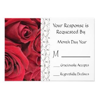 Tarjeta floral de RSVP del rosa rojo Comunicados Personalizados