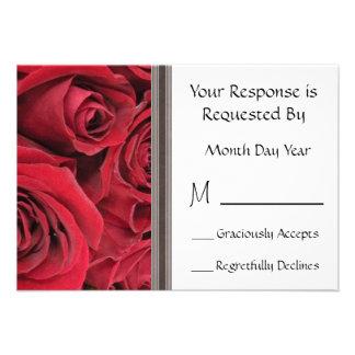 Tarjeta floral de RSVP del rosa rojo Comunicado