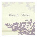 Tarjeta floral púrpura de la invitación del boda