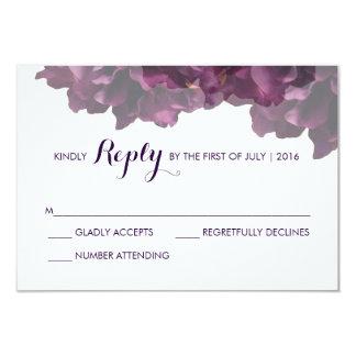 "Tarjeta floral púrpura de RSVP Invitación 3.5"" X 5"""