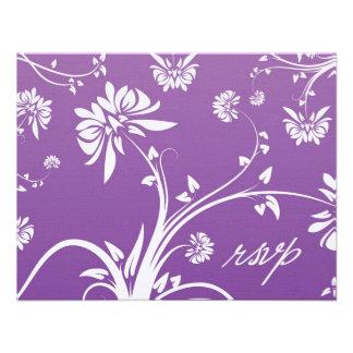 Tarjeta floral púrpura de RSVP que se casa Comunicado