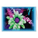 tarjeta floral única en verde y púrpuras de azules