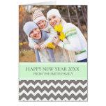 Tarjeta gris de la foto de la Feliz Año Nuevo de C