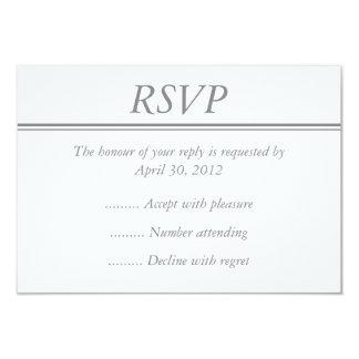 Tarjeta gris media de RSVP, de la contestación o Comunicado