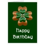 Tarjeta irlandesa de oro del feliz cumpleaños del