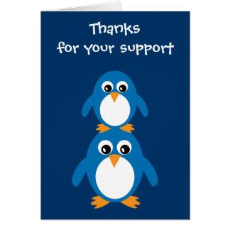 Tarjeta linda de la gratitud de los pingüinos para