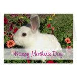 Tarjeta linda feliz del conejito del día de madre