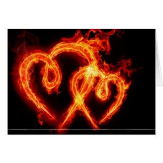Tarjeta llameante del día de Valenties del corazón