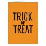 Tarjeta negra de Halloween del truco o de la invit