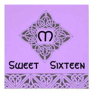Tarjeta negra púrpura céltica de la invitación del