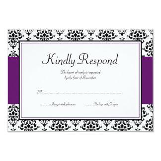 Tarjeta negra y púrpura de la respuesta del comunicados personalizados
