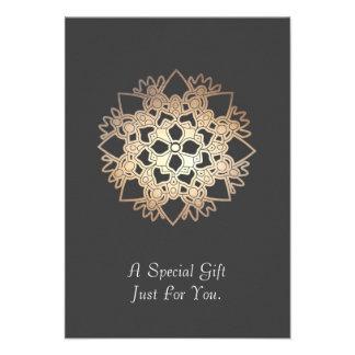Tarjeta o invitación de regalo de los artes curati
