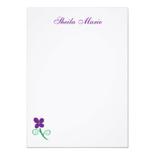 Tarjeta plana de la flor púrpura comunicado