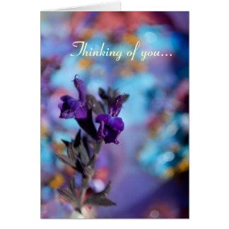Tarjeta púrpura adaptable de la foto de la flor de