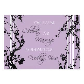 Tarjeta púrpura de la invitación de la ceremonia