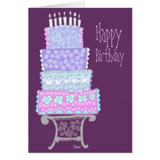 Tarjeta púrpura de la torta del feliz cumpleaños
