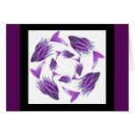 Tarjeta que circunda de los pescados púrpuras