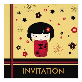 """Tarjeta roja del cuadrado del kokeshi invitación 5.25"""" x 5.25"""""""