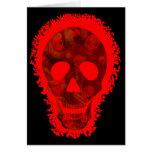 "Tarjeta roja del ""feliz Halloween"" del cráneo gran"