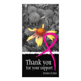 Tarjeta rosada de la foto de la ayuda del cáncer d tarjeta personal con foto