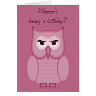 Tarjeta rosada linda del feliz cumpleaños del búho
