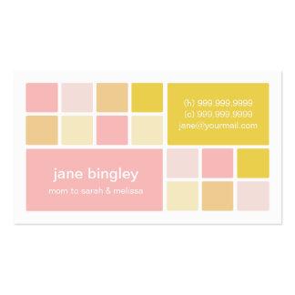 """Tarjeta rosada y amarilla del """"cuadrado uno"""" de la tarjetas de visita"""