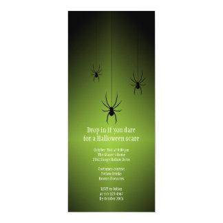Tarjeta verde de la invitación de Halloween de la