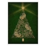 Tarjeta verde del día de fiesta con el árbol de Pa Comunicado Personalizado